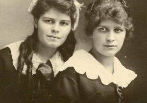 Brown-Consilia-Hazel-Loraine-left-Brown-Frances-Loraine-square-right-1919