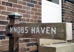 Knobs-Haven-Sign-Newly-Painted-Color-Editsquare